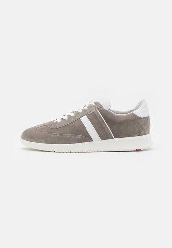 BURT - Trainers - grey/white