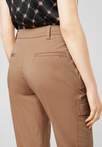 comma casual identity - Cargo trousers - caramel - 4