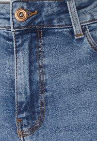 Pieces Petite - PCKESIA MOM - Slim fit jeans - light blue denim - 2