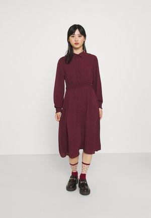 VMSAGA SMOCK CALF DRESS - Skjortekjole - port royale