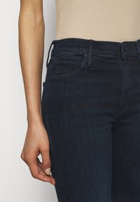 Mother - THE RUNAWAY - Bootcut jeans - dark blue - 5