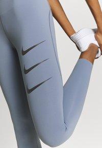 Nike Performance - RUN LUXE - Legging - ashen slate/black - 5