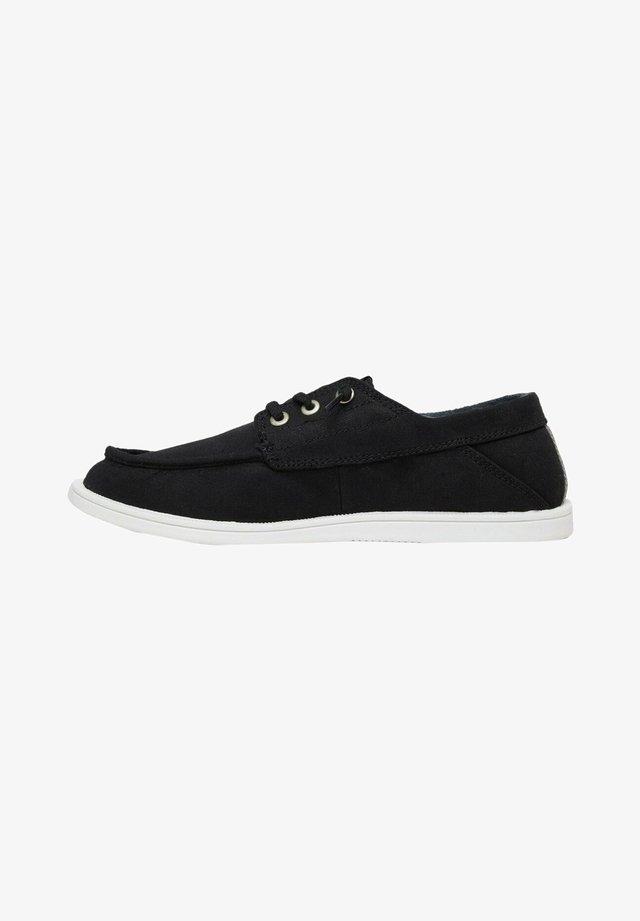 Sznurowane obuwie sportowe - black/black/white