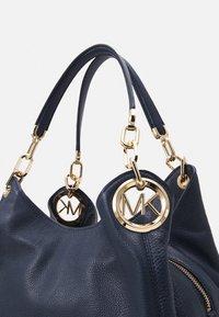 MICHAEL Michael Kors - LILLIE CHAIN TOTESMALL - Handbag - navy - 5