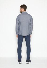 TOM TAILOR - REGULAR ORGANIC DOBBY - Shirt - navy chambray with white - 3