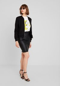 Vero Moda - VMSTORM PENCIL KNEE SKIRT - Kynähame - black