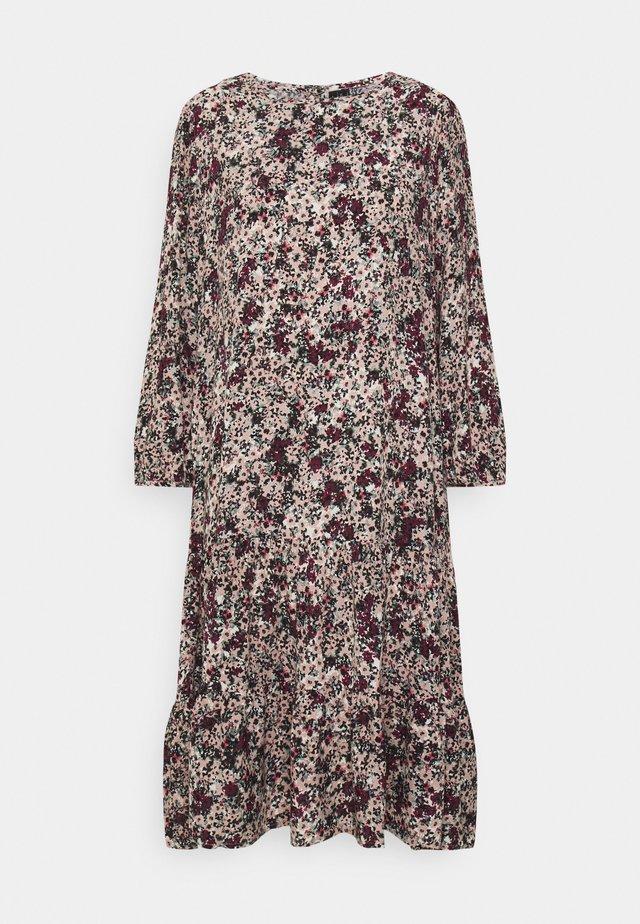 VMLIVIANA O NECK DRESS - Day dress - fawn/liviana