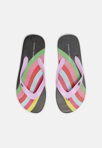 CHIARA FERRAGNI - SLIDERS - T-bar sandals - black rainbow - 3