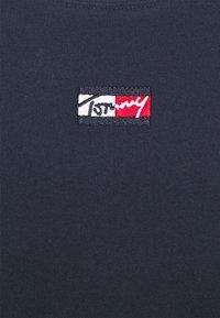Tommy Jeans - TINY SCRIPT TEE - Maglietta a manica lunga - twilight navy - 6