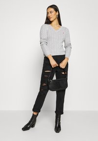 Hollister Co. - CABLE ICON VNECK - Trui - grey - 1