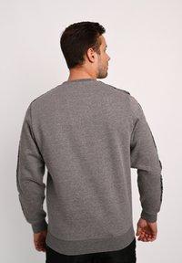 sergio tacchini - BUTCH CREW  - Sweatshirt - dgreym/blk - 2