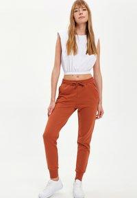 DeFacto - Pantalones deportivos - orange - 3