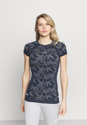 BUTTERFLY TEE - Unterhemd/-shirt - marin