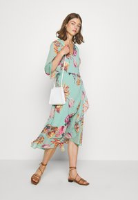 YAS - YASMALLA 3/4 DRESS SHOW - Kjole - light green - 1