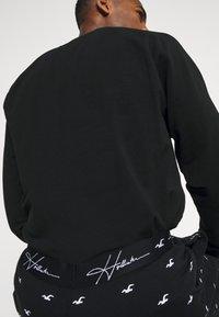Hollister Co. - LOUNGE BOTTOM JOGGERS - Pyjama bottoms - black - 4