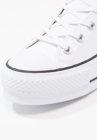 Converse - CHUCK TAYLOR ALL STAR LIFT CLEAN - Sneakers hoog - white/black - 7