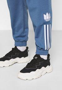 adidas Originals - TRACKPANT - Tracksuit bottoms - crew blue - 4