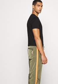 Diesel - DARLEY TROUSERS - Trainingsbroek - olive - 3