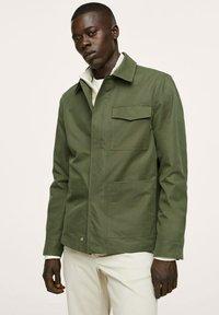 Mango - WASSERABWEISENDE - Summer jacket - khaki - 0