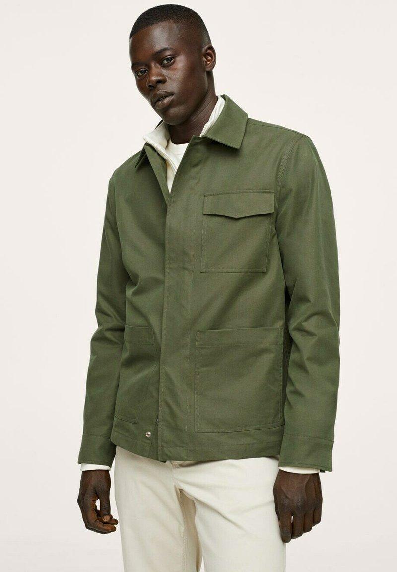 Mango - WASSERABWEISENDE - Summer jacket - khaki