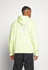 Nike SB - PARADISE  - Hoodie - limelight - 2