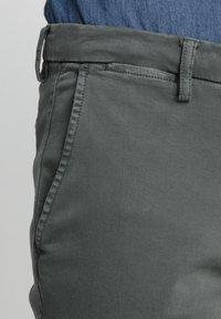 Replay - ZEUMAR HYPERFLEX  - Slim fit jeans - olive - 3