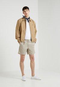 Polo Ralph Lauren - 6-INCH POLO PREPSTER TWILL SHORT - Shorts - khaki tan - 1
