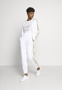 adidas Originals - 3STRIPES HIGH WAIST TRACK PANTS - Spodnie treningowe - white - 1