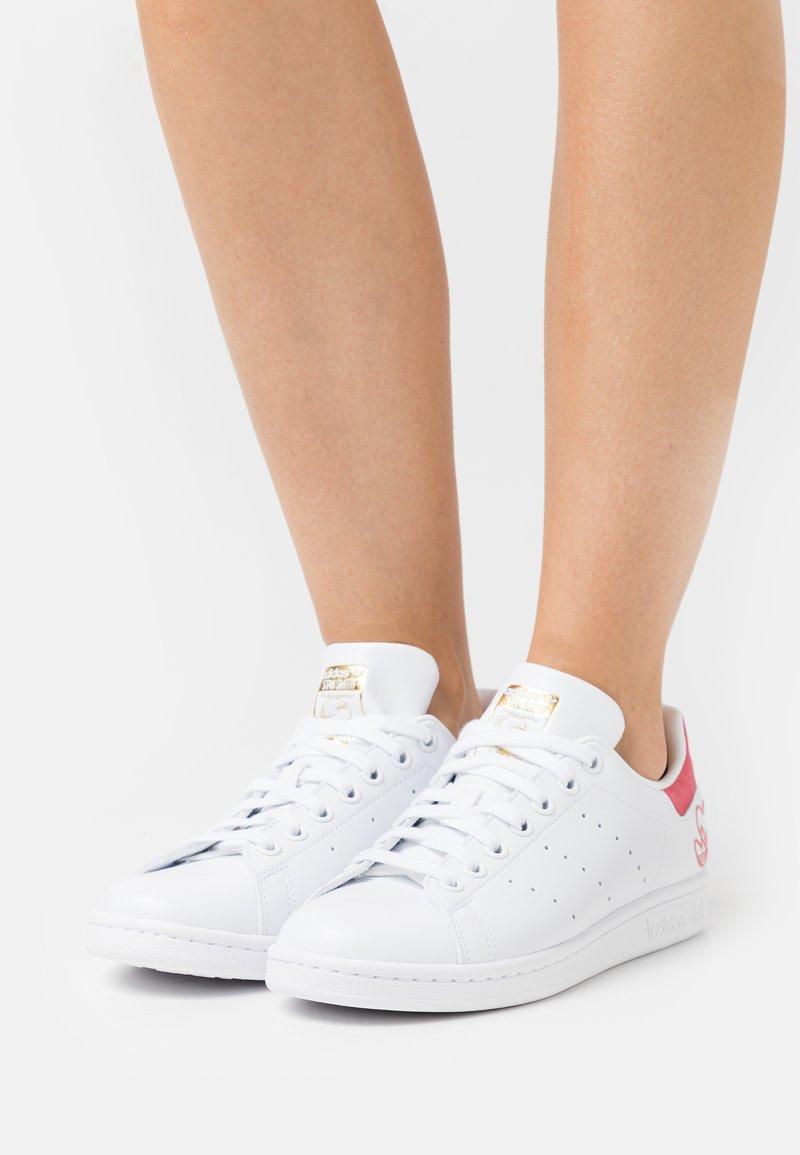 adidas Originals - STAN SMITH  - Trainers - footwear white/hazel rose/gold metallic