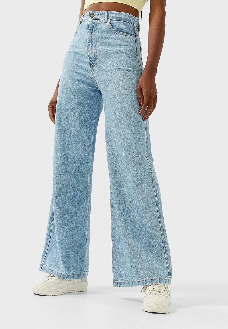 Stradivarius - Bootcut jeans - blue