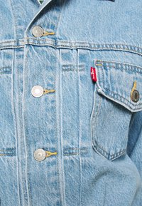 Levi's® - NEW HERITAGE TRUCKER - Denim jacket - light blue denim - 5