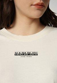Napapijri - T-shirt imprimé - new milk - 4