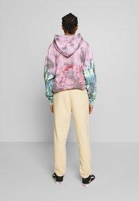 NEW girl ORDER - OUTLINE FLAME JOGGERS - Teplákové kalhoty - beige - 2