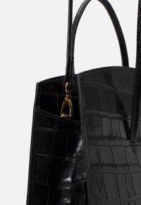 Little Liffner - MINIMAL MINI TOTE - Handbag - black - 5