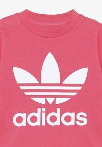 adidas Originals - TREFOIL TEE - Print T-shirt - real pink/white - 3