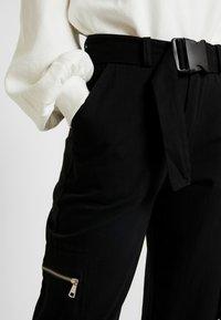 Missguided Petite - UTILITY POCKET BUCKLE TROUSERS - Pantalones - black - 5