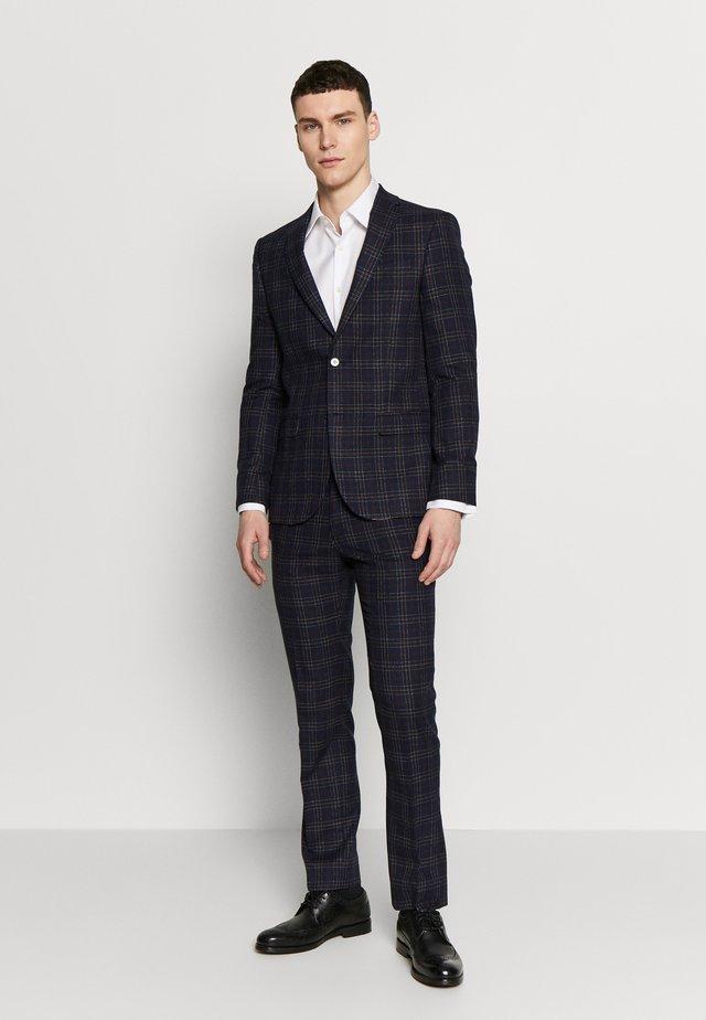 BOLD CHECK SUIT - Suit - plum