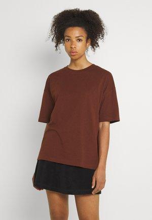 VIPONDA OVERSIZED - Basic T-shirt - chocolate fondant