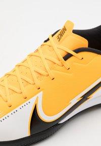 Nike Performance - MERCURIAL VAPOR 13 ACADEMY IC - Indoor football boots - laser orange/black/white - 5