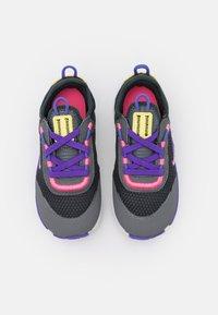 Nike Sportswear - RT LIVE UNISEX - Trainers - dark smoke grey/sunset pulse/smoke grey/sapphire - 3