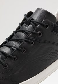 Lowa - OAKLAND GTX - Walking trainers - schwarz - 5