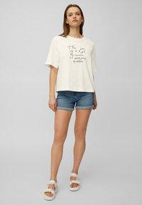 Marc O'Polo DENIM - Print T-shirt - scandinavian white - 1