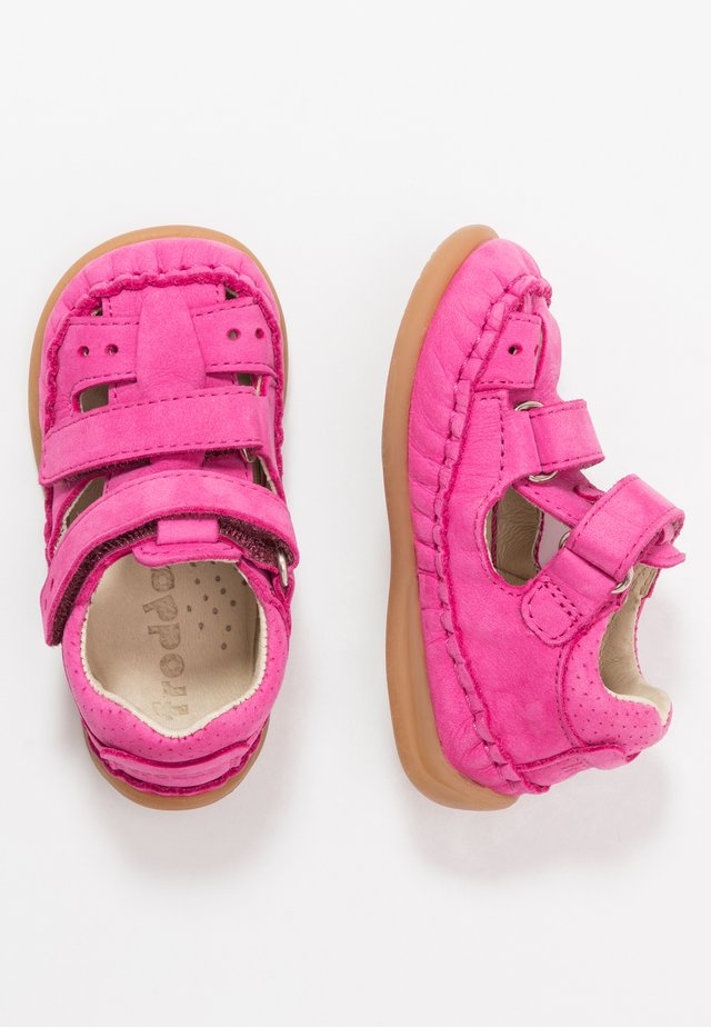 OASI MEDIUM FIT - Vauvan kengät - fuchsia