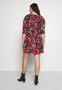 CAPSULE by Simply Be - DIPPED HEM SWING DRESS - Jersey dress - pink floral - 3