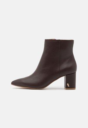BURLINGTON BOOT - Kotníkové boty - brown