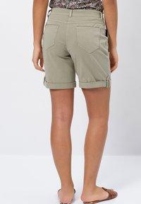 zero - Denim shorts - sage - 2