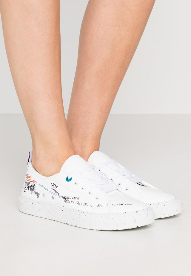 Sneakers laag - white/black/blu/red