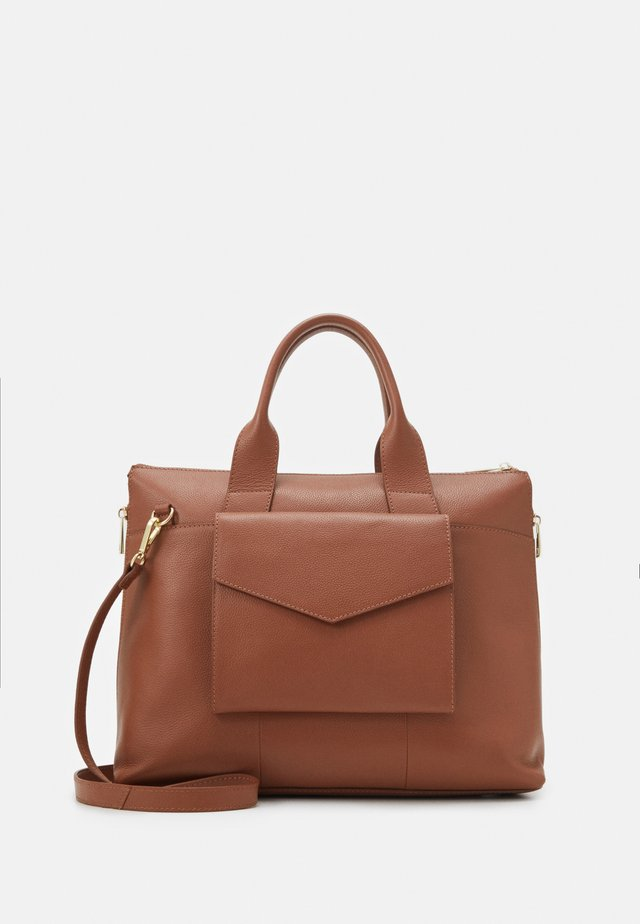 LEATHER - Borsa porta PC - cognac