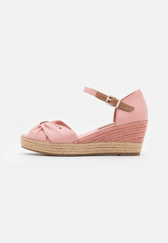 BASIC OPENED TOE MID WEDGE - Espadrilles - soothing pink