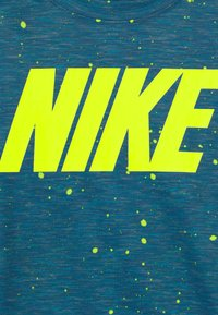 Nike Sportswear - FAUX SPACE - Print T-shirt - game royal - 2